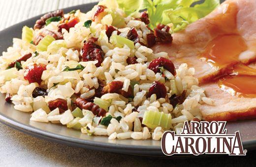 Si sigues debatiendo que incluir como guarnición en el menú de la cena de Año Nuevo, entonces necesitas la receta de este Aderezo de Arándanos y Arroz Integral.