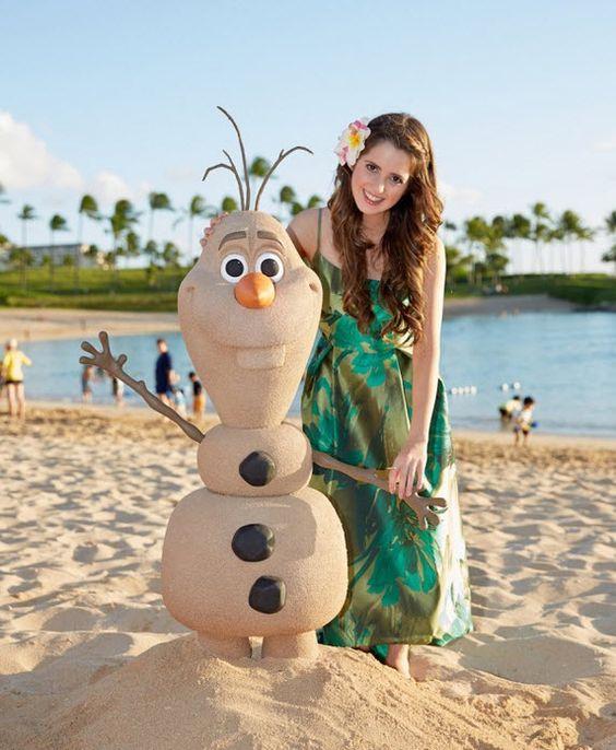 Photo: Laura Marano With Olaf At Aulani, A Disney Resort