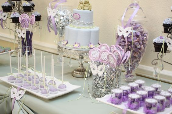 Candy table masquerade ball and purple desserts on pinterest - Decoratie opgeschort wc ...