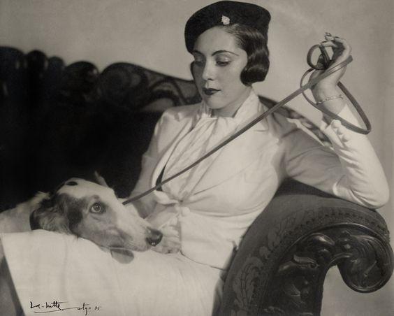 Beautiful chilean lady by chilean fotografer Alfredo Molina La Hitte. 1935