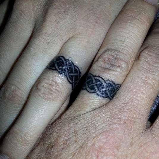 Gambar Tato Nama Di Tangan Keren Tato Jari Cincin Kawin Tato Pasangan