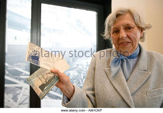 Edith Kolb donated old postcards recieved from emigrants to the museum, Veddel, Hamburg, Germany - Stockbild