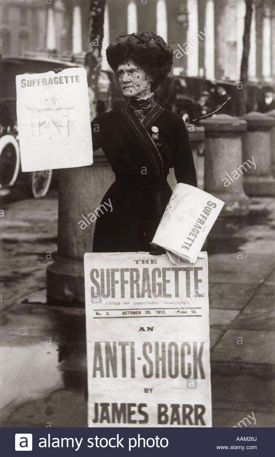 1890s-1900s-suffragette-woman-distributing-literature-newsletter-flyer-AAM26J.jpg (836×1390)