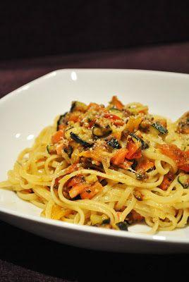 Linguine mit geröstetem Gemüse (u. veganer Parmesanalternative)
