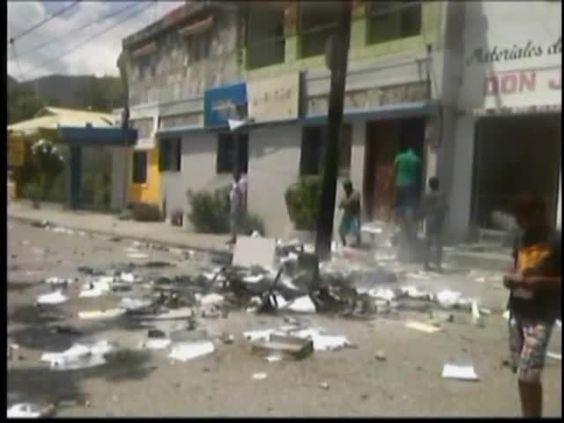 Manifestantes Le Prendieron Candela A Oficina De EDESUR #Video