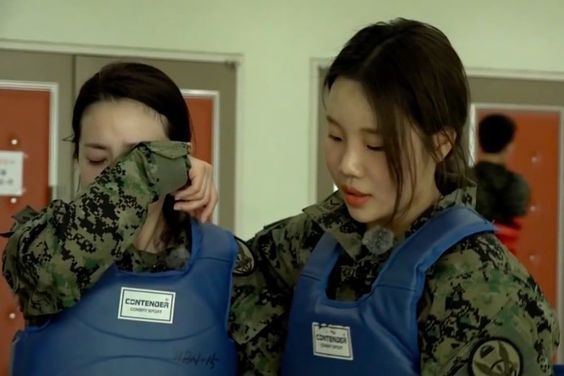 "Sandara Park And MOMOLAND's JooE Are Brought To Tears By Harsh Training On ""Real Men 300"""