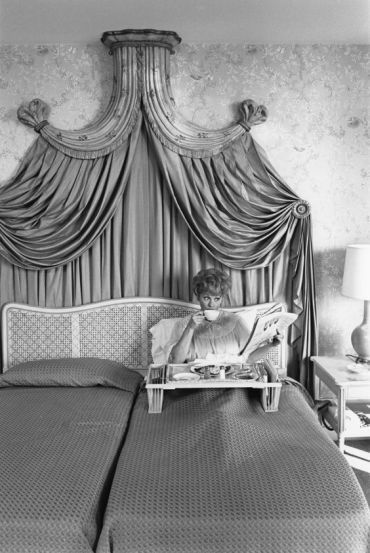 Lucille Ball at her New York home in the Hilton Hotel, 1955 I Celebs Having Breakfast in Bed, Then & Now: An Homage to Everyone's Favorite Lazy Sunday Ritual – {un}covered:
