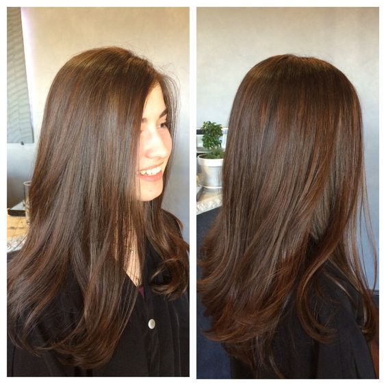 Subtle soft and natural looking balayage highlights.