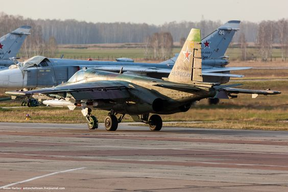 Бронированный дозвуковой штурмовик Су-25 Грач