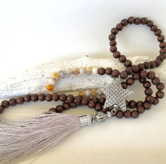 Ketten lang - lange Kette, Holzperlen, Lederstern, Achat - ein Designerstück von moanda bei DaWanda