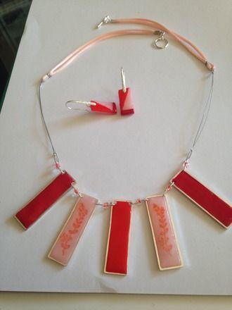 parure en polymère fimo quartz rose et rouge en polymère soft . les rectangles sont en argent ainsi que les tiges des boucles d'oreilles et le fermoir. Le lien est un cable recou - 17211560