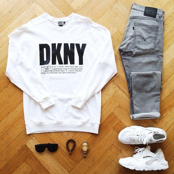 Graue Jeans + Weisser Sweater und Sneaker.  Klasse Kombi