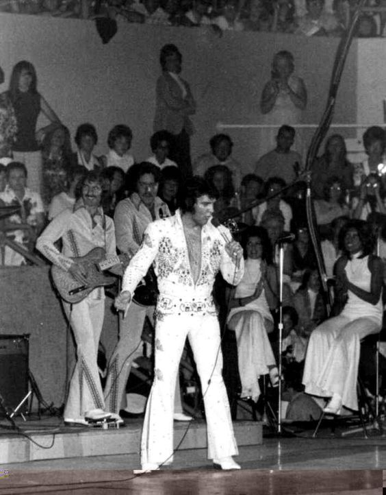Elvis in concert in Cincinnati , june 27 1973.