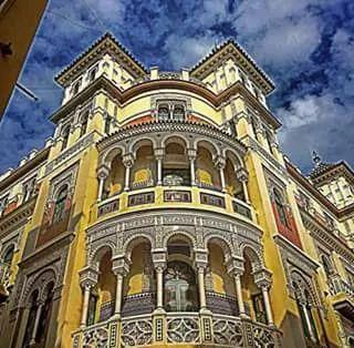 Edificio Ciudad de Londres en la calle Cuna. Sevilla. Andalucía. España.