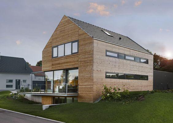 Holzhaus mit grauen Fensterläden | Häuser | Pinterest | Architektur