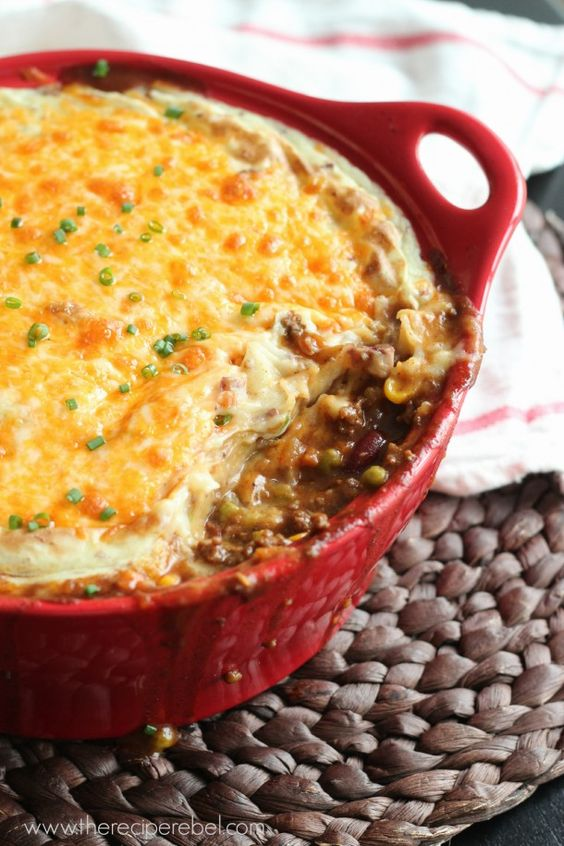 BBQ Chili Shepherd's Pie -- a new take on an old favourite! A great way to sneak in lots of veggies. www.thereciperebel.com
