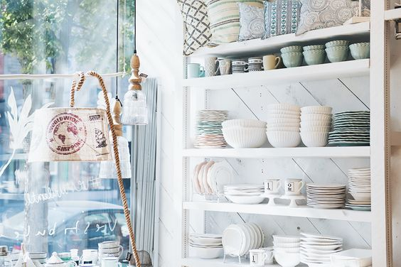 Amazing tableware store display boutique vestibule montreal vestibule boutique pinterest vestibule store displays and tablewares