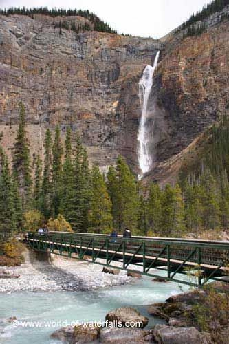 Bridge over the Yoho River, Takakkaw Falls, Yoho National Park / Columbia-Shuswap Regional District, British Columbia, Canada:
