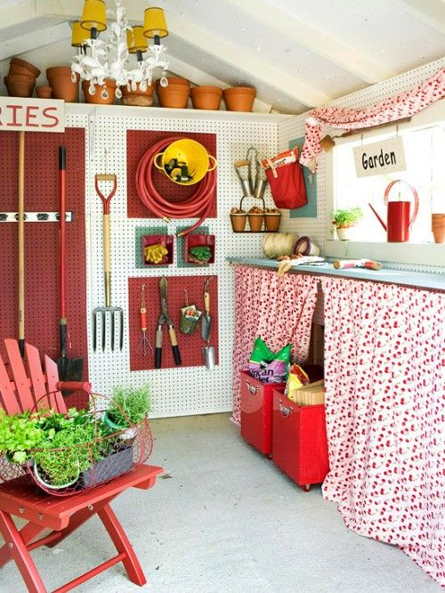 Colorful and cheerful, tastefully decorated garden shed. This would take my gardening to a new level!