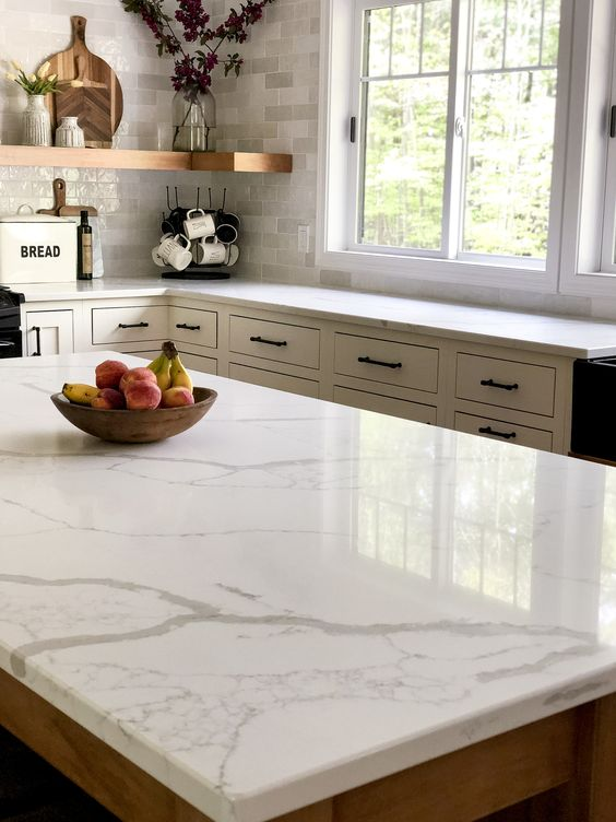 Do you love the look of marble countertops? Consider quartz that looks like marble for a maintenance free and affordable marble alternative. #fromhousetohaven #quartzcountertops #kitchenremodel #marblequartz