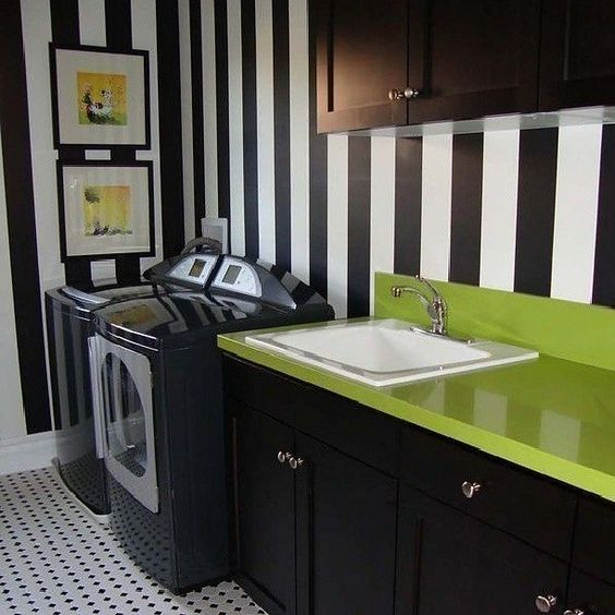 #interior #interiordesign #interiordecor #decorhome #homedesign #interiores #decoração #decor #detail #style #contemporary #concept #laundry #lavanderia #design #washer #colorful #black #white #green #wall #covered #wallpaper #inspiration #instacool #instagood #instadaily #Padgram