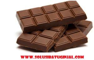 http://www.solusibatuginjal.com/2016/03/28/manfaat-dan-bahaya-coklat-bagi-kesehatan/ Anda tentunya mengetahui coklat bukan ? Ya salah satu produk makanan yang dihasilkan dari biji kakao ini sudah telah lama menjadi makanan favorit bagi kalangan anak - anak, remaja khususnya, bahkan para orang dewasa pun gemar mengkonsumsi coklat. sekarang produk coklat telah banyak di olah dan di produksi menjadi berbagai jenis kreasi makanan seperti kue, biskuit, sereal, sampai minuman.