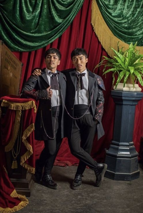 Danial Son And Yusaku Komori As Chang And Eng Bunker The Siamese Twins In The Greatest Showman 2017 The Greatest Showman Showman Showman Movie