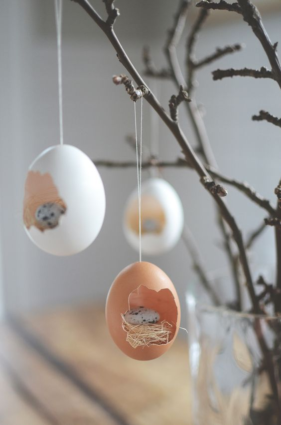 Easter tree decorations (instructions in Swedish but plenty of pictures showing how to do):