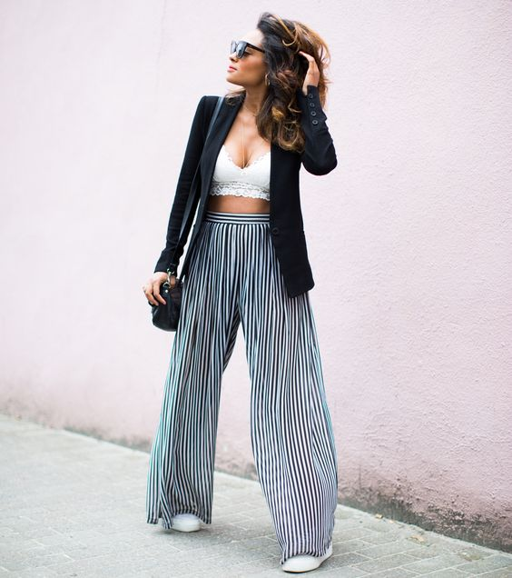 Blogger Girlboss style - Belgian blogger - Black girl - mixed girl - pink wall - bralette