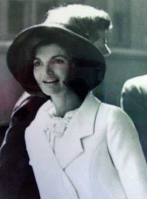 jackie bouvier kennedy in white coat and hat.jpg: Fashion Style, Camelot The Kennedy S, Style Icons, 15 Jackieoinsp, Audrey Jackie, Jacquelinekennedy, Bouvier Kennedy, Anna7891 Whitejacket