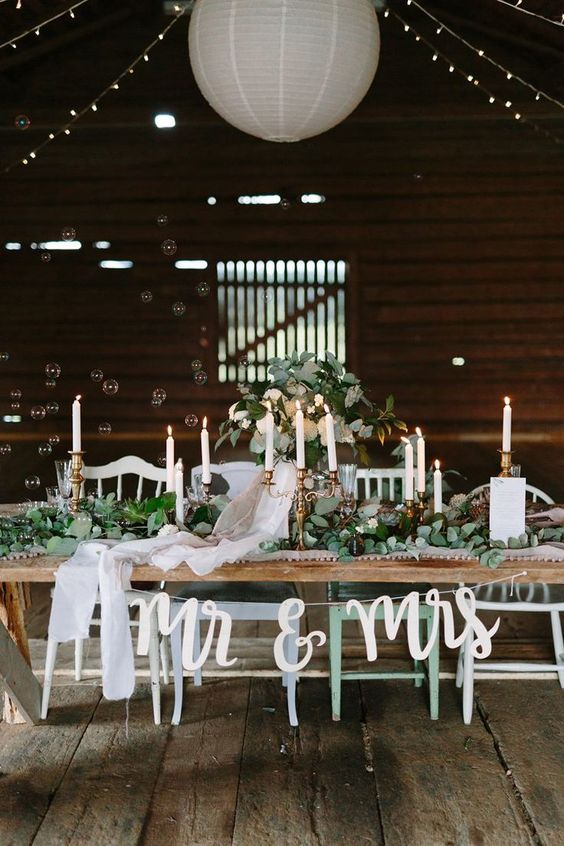 Perfect greenery and rustic barn woods wedding table! Perfect for a garden and botanical wedding reception! #weddingtable #weddingreception #greenerywedding