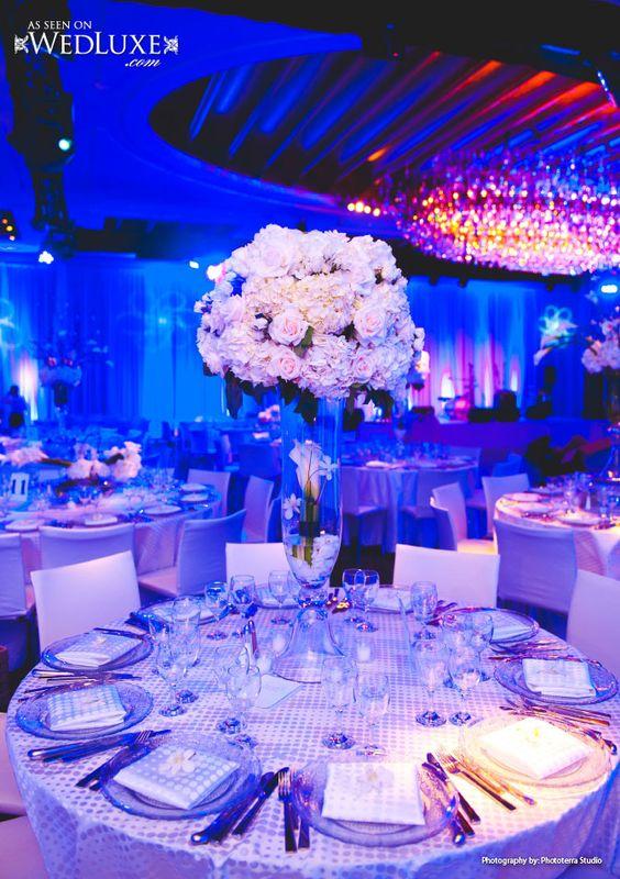 Centro de mesa con hortensias y rosas blancas iluminaci n - Ideas para bodas espectaculares ...