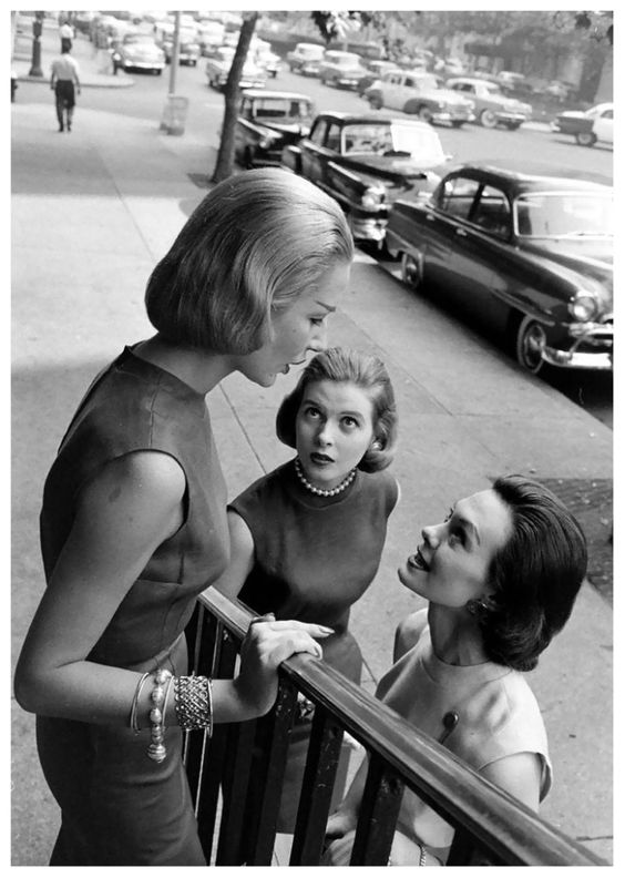 Kathleen Wallace (center) and models wearing slim linen shifts and page-boy hairdos, photo by Nina Leen, New York City, 1950s. Love the bracelets.