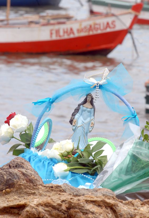 Presente (ofrenda) para Iemanjá en Praia do Rio Vermelho
