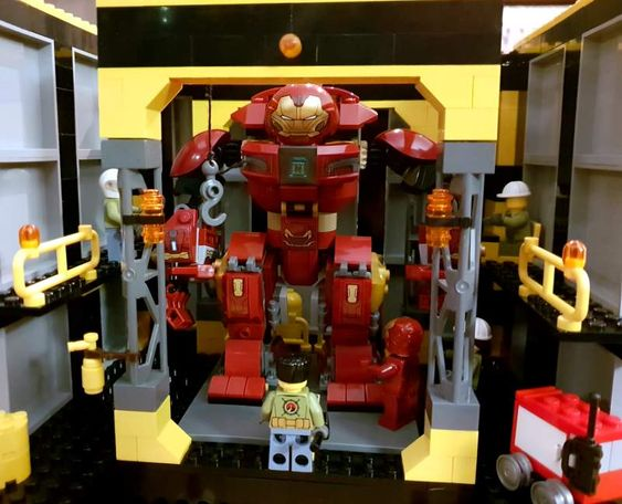 Bricks: MOC for sons hulkbuster, by Cakeman