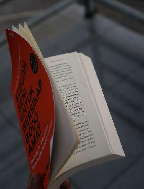 Review Buku Sebuah Seni Untuk Bersikap Bodo Amat Pendekatan Yang Waras Demi Menjalani Hidup Yang Baik Buku Jalani Hidup Membaca Buku