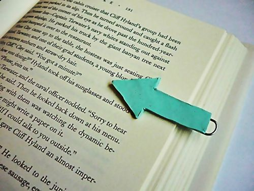 Never lose your spot again with these DIY paperclip bookmarks.