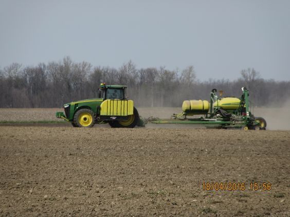 JOhn Deere 8360R planting with  1775NT