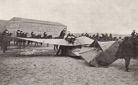 El monoplano de Louis Émile Train, tras el accidente que causó la muerte del Ministro de la Guerra francés, Maurice Berteaux, el 21 de mayo de 1911