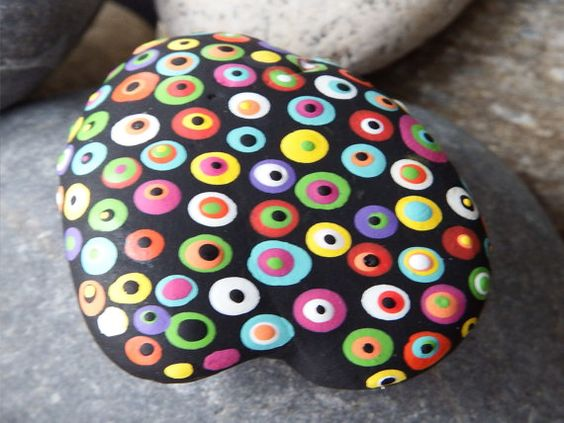 Hand Painted Rock Multcolored - El ojo del diablo pero colorido? en #piedra eso si