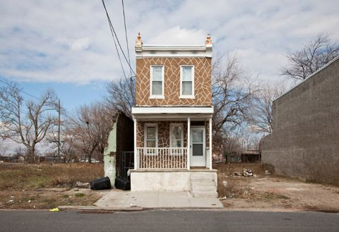 10 Photographs of Forgotten Homes That Depict the Aftermath of Gentrification