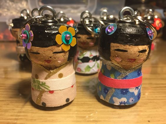 Kokeshi dolls cork craft bamboline cinesi con tappi di sughero