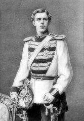 Gustavo V de Suecia (1858-1950), en su época del príncipe heredero. (Public Domain) #miercolesretratos #EnciclopediaLibre