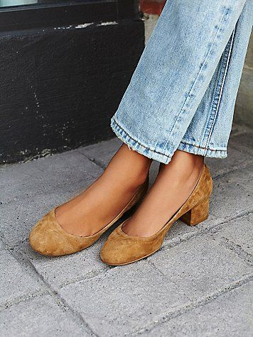Cyndi Block Heel | Suede round-roe block heel shoes.