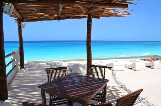 Les Gustaria relajarse y tomar algo  viendo el mar Turquesa ?