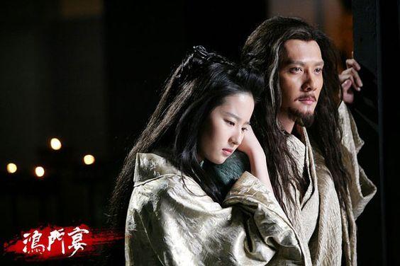 """Liu Yifei as Consort Yu and Feng Shaofeng as Xiang Yu in Daniel Lee's """"White Vengeance"""" aka """"Feast at Hong Gate"""" (鴻門宴, 2011) #hanfu"""