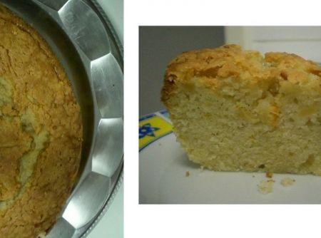 Receita de Bolo de Maçã c/ Canela - 2 xícaras de farinha de trigo, 2 xícaras de açúcar, 1 xícara de óleo, 1 colher (sopa) de fermento, 1 colher (sopa) de canela em pó, 3 ovos, 3 maçãs grandes