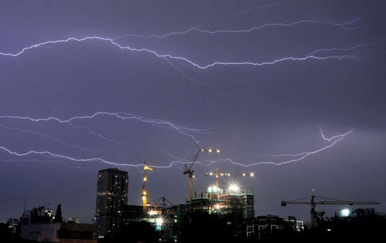 Horizontal lightning flashes across the night sky above the construction site of a new condominium b... - Bloomberg