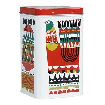 Eine Blechdose im Kukkuluuruu-Motiv von Marimekko! In dieser nicht unbedingt einfach zu buchstabierenden Designkollektion versucht die finnische Künstlerin Sanna Annukka die Tierwelt Finnlands mit der Tierwelt Afrikas in fröhlichen, bunten Farben zu kombinieren.
