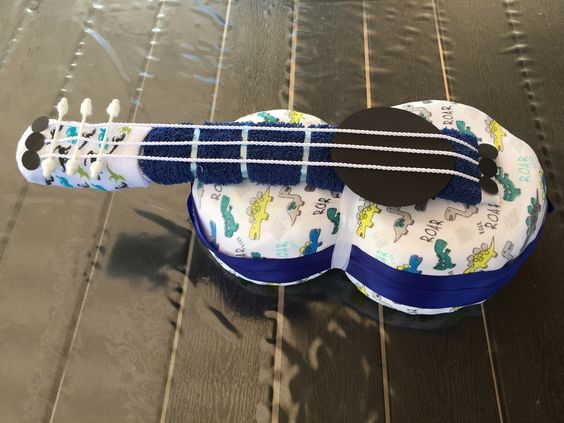 "Windeltorte ""Gitarre"""